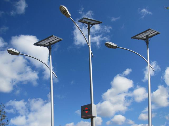 Уличный автономный фонарь с солнечной батареей