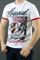 Белая мужская футболка с рисунком