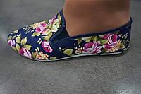 Женские цветочные мокасины из ткани (синий цвет)