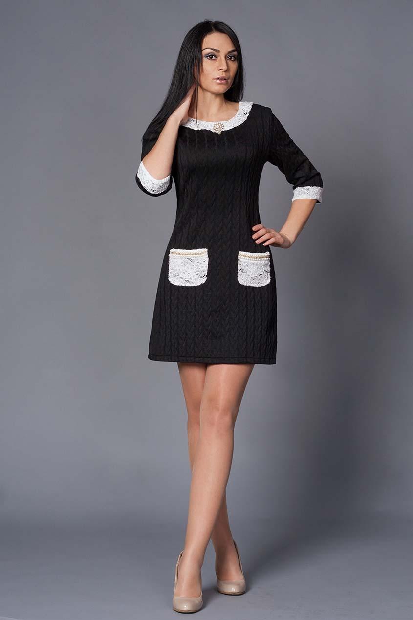 Платье с кружевными отделками