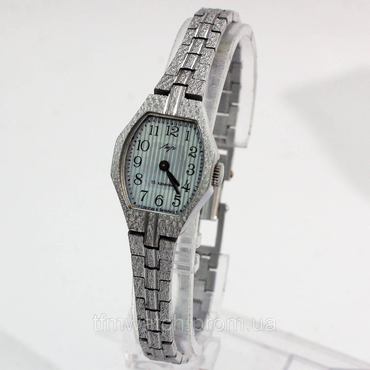 Женские часы Луч на металлическом браслете