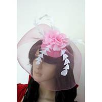 Розовая шляпка с вуалью