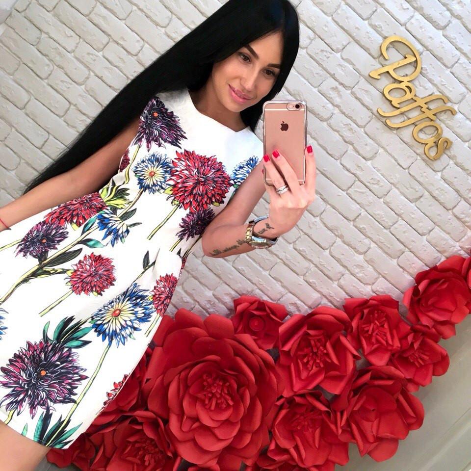 Жаккардовое платье в крупные цветы