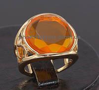 Стильное кольцо с фианитом, покрытое золотом (130852)