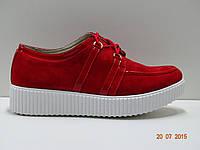 Кроссовки женские красные, замш. На белой подошве. Стильтные.  Ростовка