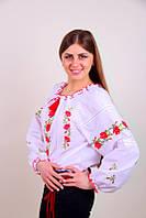 Женская вышитая блуза с цветочным узором на белом батисте
