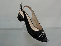Стильные женские босоножки на удобном каблуке 36