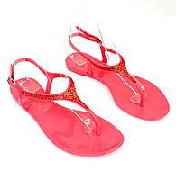 Женские сандалии розового цвета