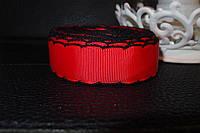 Лента репсовая красная с черной   обвязкой.