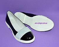 Женские лаковые черные туфли-мокасины на утолщенной белой подошве, фото 1