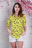 Яркая женская блуза на лето из штапеля с абстрактным принтом