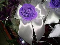 """Украшение на свадебную машину розы """"Бантик"""" сиренево-белый цвет"""
