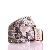 (Sophia) Итальянская кожа с принтом змея. Пряжка старое серебро. Ремень Г4050Ш69 бежевый