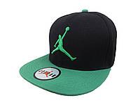 Черная кепка Jordan с зеленым козырьком