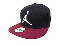 Черная кепка Jordan с бордовым козырьком