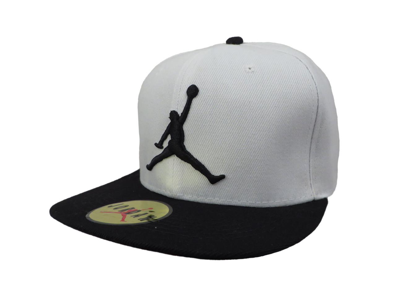 Белая кепка Jordan с черным козырьком (реплика)