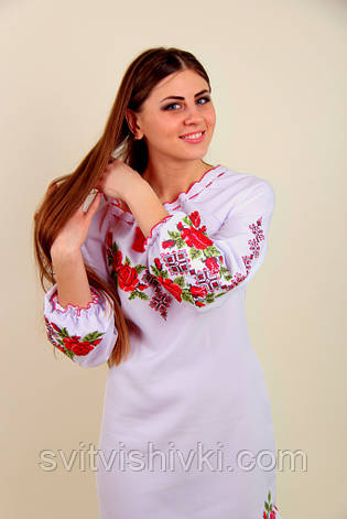 Платье вышитое женское на белом габардине с длинным рукавом, фото 2