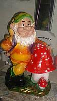 Гном с грибами полистоун 50 см.