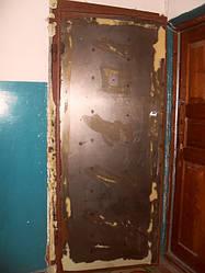 Перетяжка двери кожвинилом