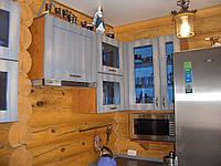 Кухня з дерев'яними фарбованими фасадами, фото 1