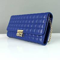 Синяя стеганая сумочка Chanel на цепочке