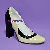 Женские лаковые классические туфли на высоком каблуке, цвет бежево-черные, фото 1