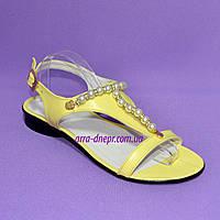 Стильные женские босоножки из натуральной желтой кожи декорированы бусинами., фото 1