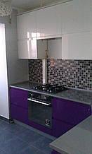 Кухня поворотна з фарбованими МДФ фасадами