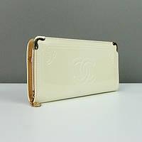 Лаковый белый клатч-кошелек женский на цепочке 840