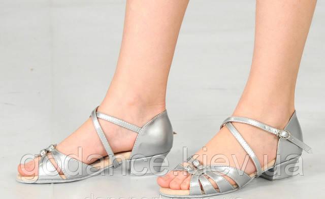 Детская танцевальная обувь