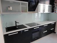 Стеклянный кухонный фартук белый. Декоративная покраска стекла. Заказать в Новомосковске