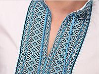 Вышитая рубашка c голубым орнаментом