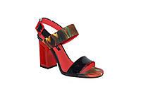 """Стильные женские кожаные босоножки на полом каблуке с абстрактным """"масляным"""" принтом"""