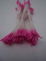 Длинные розовые тычинки
