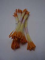 Мелкие длинные оранжевые тычинки