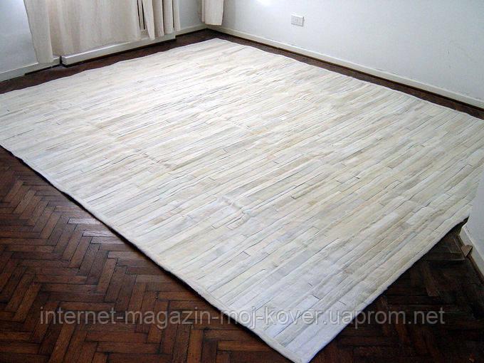 Белый ковер из шкуры коровы нестандартного размера