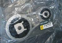 Подушка двигателя нижняя Renault Trafic 8200003826