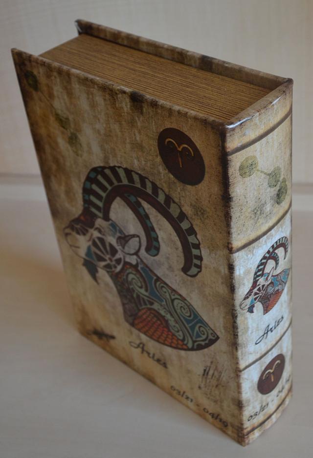 Скринька у вигляді книги