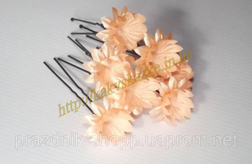 Шпилька с персиковым цветочком.