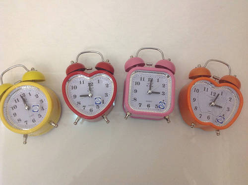 Часы будильник на батарейке металический