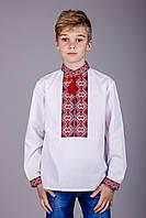 Вышитая рубашка на мальчика красный узор