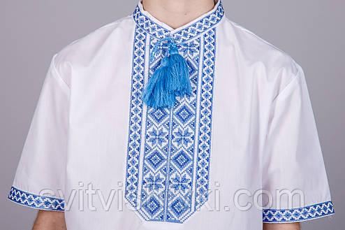 Вышитая рубашка на мальчика с синим орнаментом и короткий рукавом, фото 2