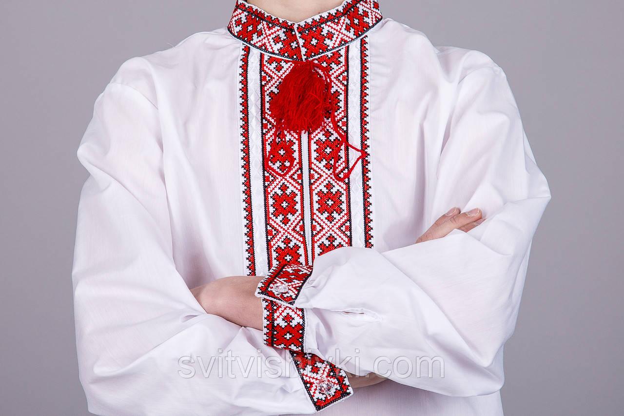 Вишита сорочка хрестиком на білому батісті з червоним візерунком на підлітка