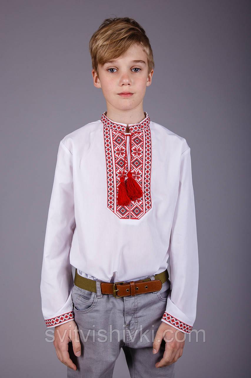 Вишита сорочка на хлопчика з червоним орнаментом на білому батісті
