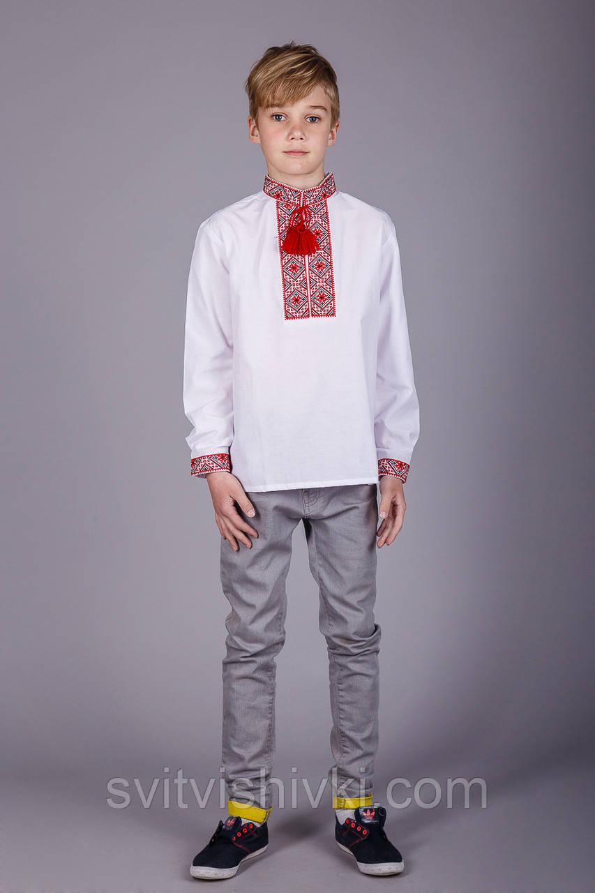 Мальчиковая вышитая рубашка на белом батисте с классическим красным орнаментом