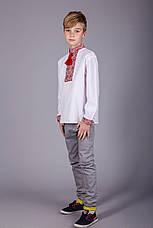 Мальчиковая вышитая рубашка на белом батисте с классическим красным орнаментом, фото 2