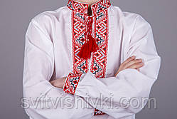 Мальчиковая вышитая рубашка на белом батисте с классическим красным орнаментом, фото 3
