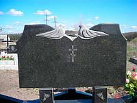 Памятник двойной с голубями горизонтальный гранитный