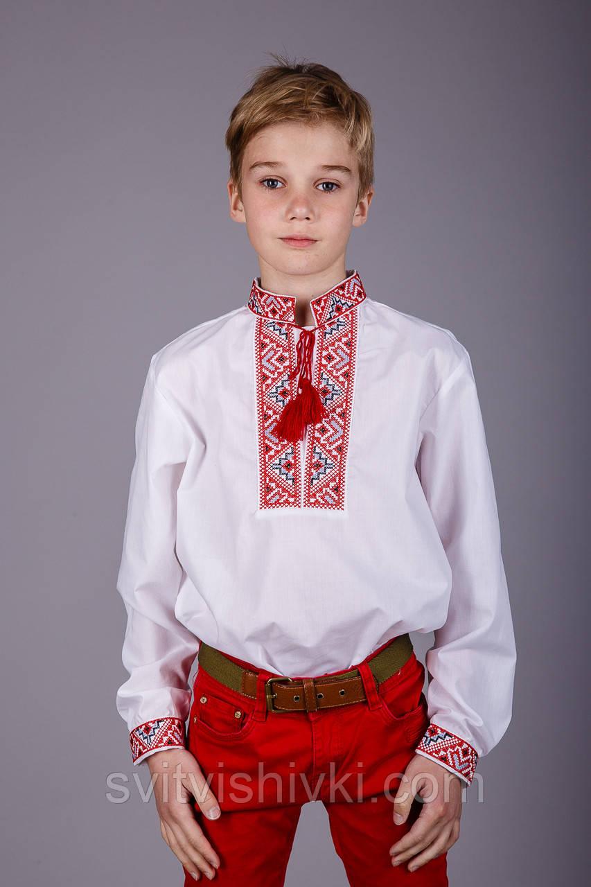 Вишита сорочка хрестиком на білому батісті з оригінальним візерунком