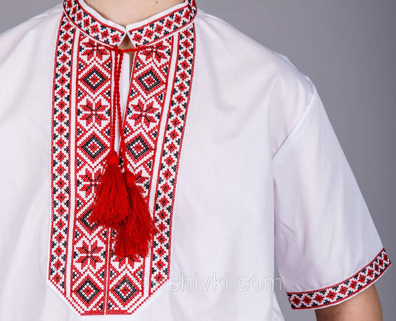 Вишита сорочка на хлопчика з червоним орнаментом і короткий рукавом